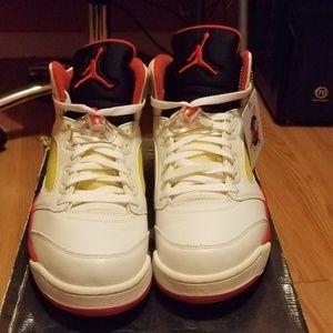 "Air Jordan 5 Retro ""Fire Red 5s 2006"""
